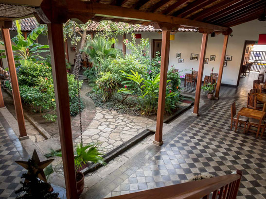 hotel con corazon courtyard