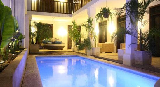 Hotel Azul pool at night