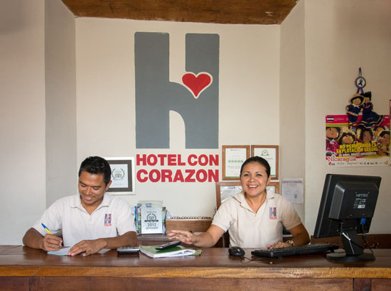 Hotel con corazon reception area