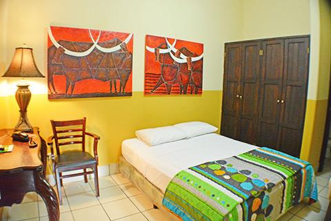 double bed in hotel los balcones Nicaragua