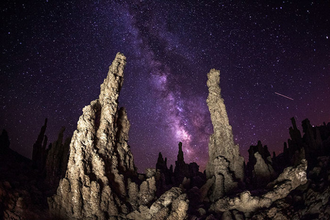 mono-lake-milky-way-night-photography