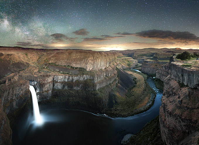 night sky over palouse falls washington