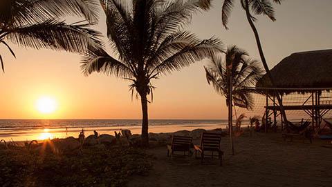 montys beach lodge sunset