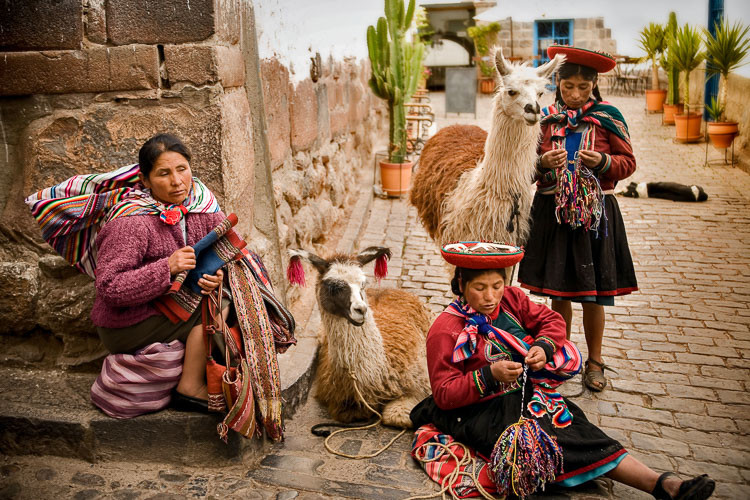 Ladies with llamas Cusco, Peru