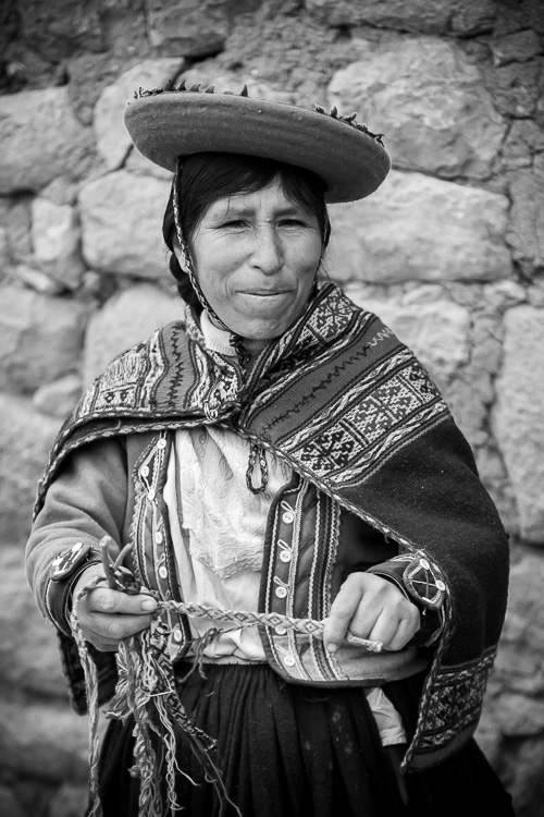 Weaver in b/w near Cusco Peru