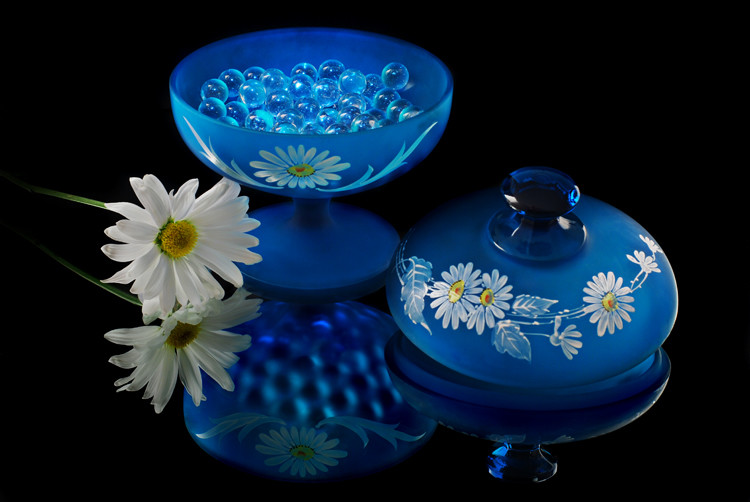 Belczak_Daisy_Satin_Glass.jpg