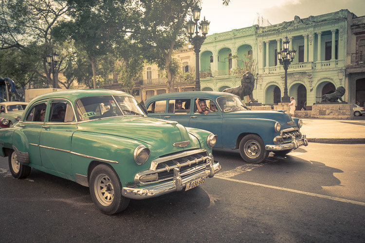 A normal street scene in Havana