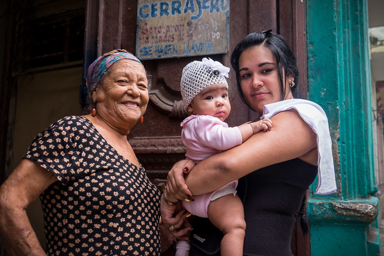 Four generations of lovely Cuban ladies (missing one). Always focus on the eyes with people.