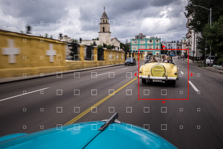 street scene in Cuba showing autofocus points in camera viewfinder and where camera will focus