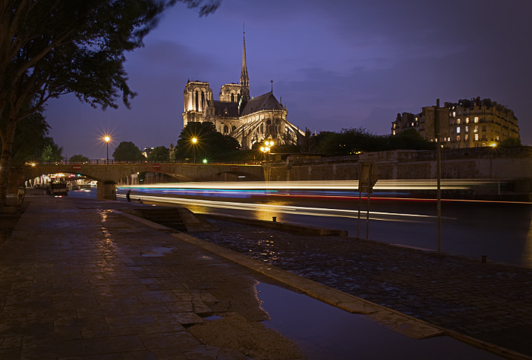 Cathedrale Notre Dame de Paris with light trails processed with the Affinity photo editor