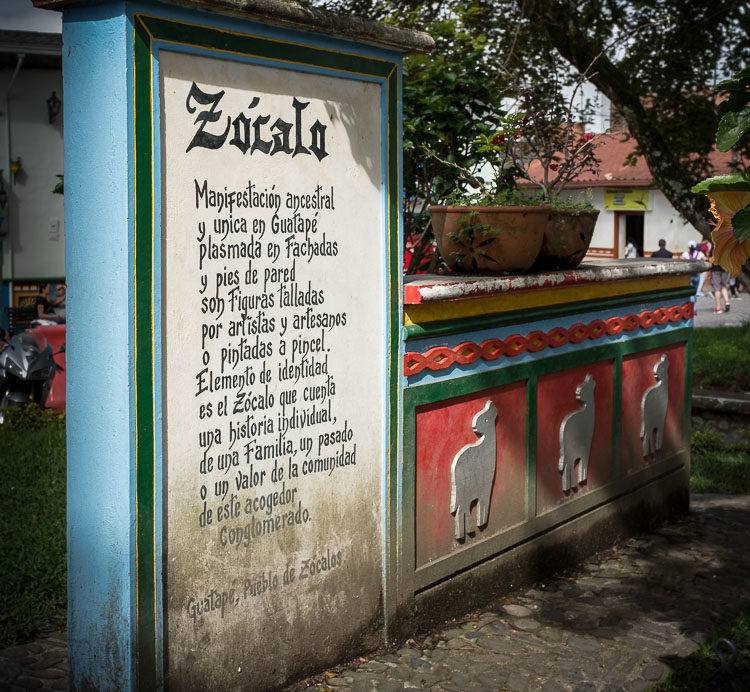 photo of a street sign notice about Zócalo  explaining the towns plan for decorating the outsides of businesses