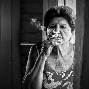 travel photography - woman smoking a cigar in Cuba