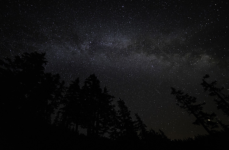 milky way photographed at Alpine Lakes Wilderness area