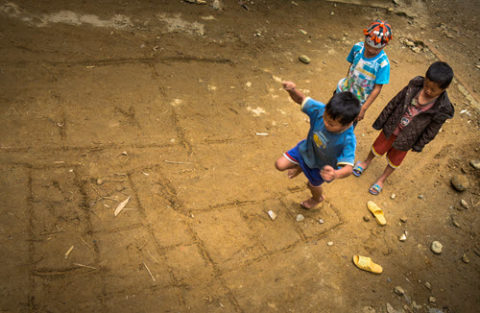 vietnamese children playing hopscotch
