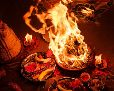 fire ceremony varanasi india