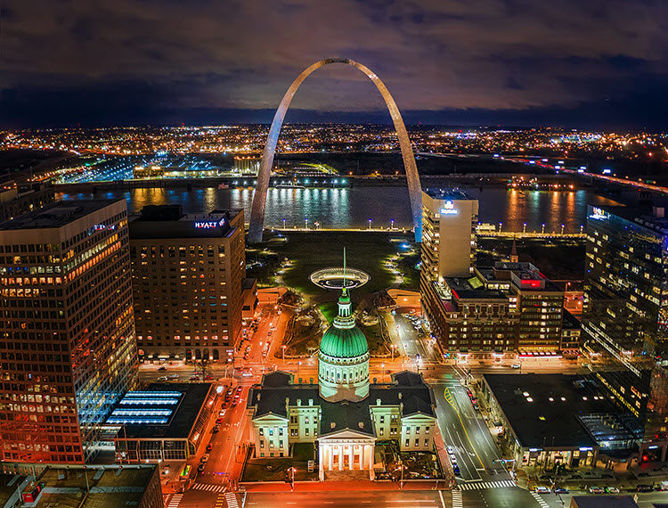St. Louis, Missouri arch at night with exposure settings Shutter Speed: 1/5 second; Aperture: f/2.8; ISO 400.