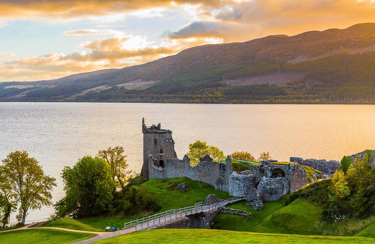 scotland castle and lake