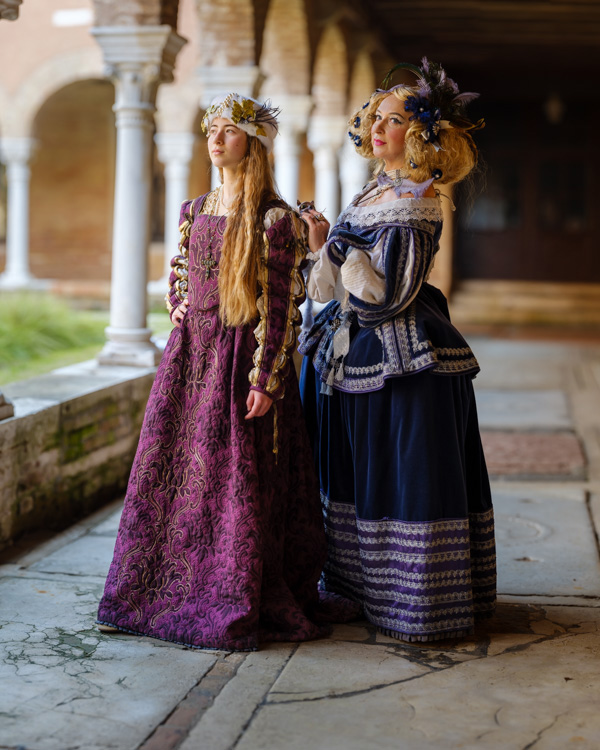 Fuji GFX 50S - two models in costume Venice Carnival