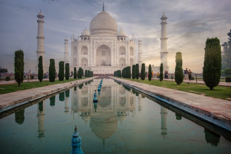 Same Taj Mahal photo with Luminar 4 Sky Replacement AI Filters applied
