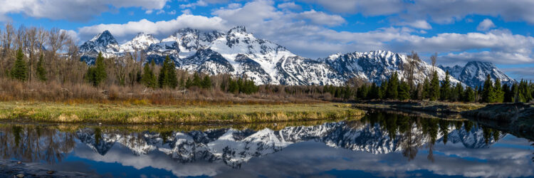 Mountain photography tips for creative photos include shooting panoramic photos like this