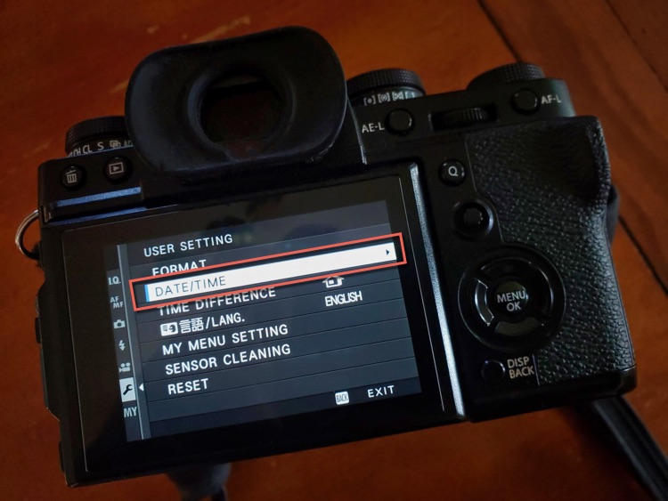 camera settings screen showing how to set the date and time