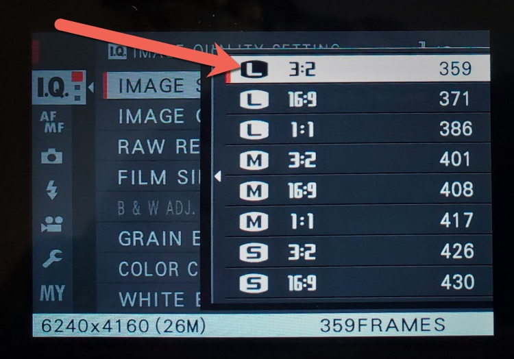 image size setting on camera showing aspect ratio options and number of frames can be stored on the memory card insterted in camera
