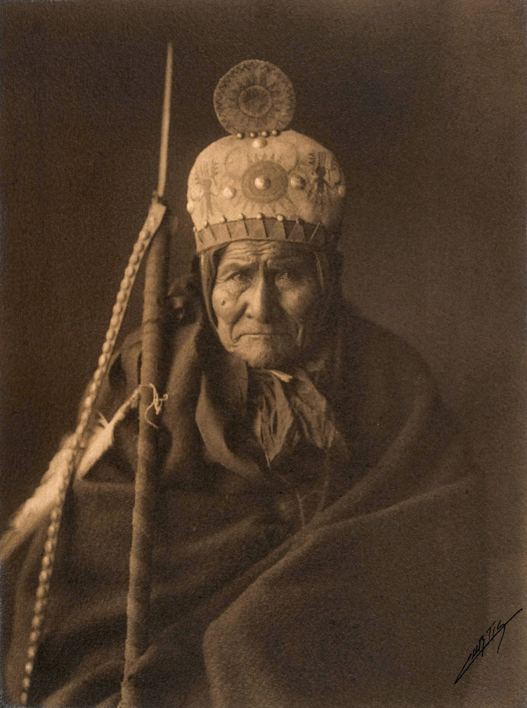 famous portrait of Geronimo by Edward S. Curtis